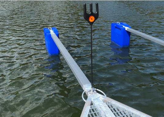 Dieser äußerst praktische Tauhalter wurde speziell für Bootshaken, Stege und Poller entworfen, um das Tau immer trocken und in griffbereiter Nähe zu halten.  (Bild 5 von 6)