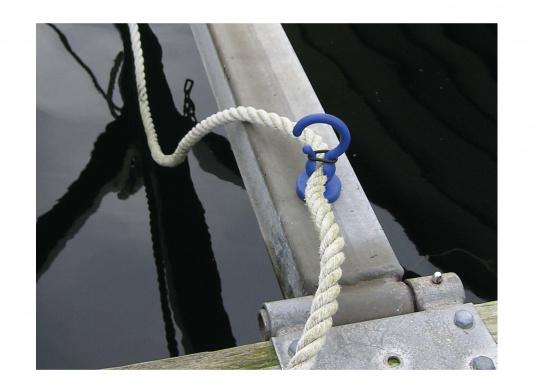 Kleiner Helfer: Magnetischer Tauhalter für Tauwerk- Ø 10-18 mm. Kann an allen Metallteilen befestigt werden und hält das Tau so über dem Wasser. (Bild 3 von 4)