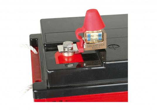 Ce porte- fusible est pensé pour utilisation sur la borne à l'aide d'un écrou isolé, pour économiser de l'espace.   (Image 3 de 3)