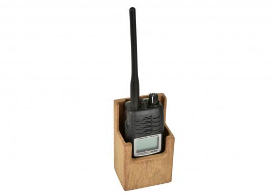 Ihr Funkgerät ist in diesem formschönen Halter aus Teak gut aufgehoben. Abmessungen: 8,2 x 6,3 x 13,5 cm (außen) / 7,3 x 4,3 x 13,2 cm (innen). (Bild 3 von 3)