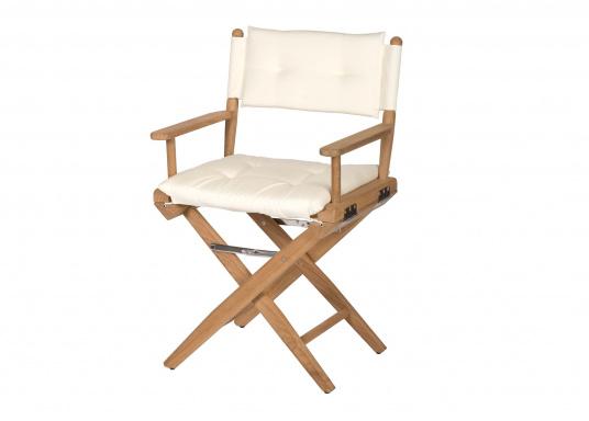 Bequem, praktisch und robust! Der zeitlose Klassiker aus ungeöltem Teak-Holz mit glänzenden Edelstahlbeschlägen und hochwertig gepolsterten Kissen, ist ein unverzichtbares Möbelstück an Bord.