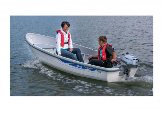 The ideal motor for small tenders and dinghies. With a (1.1 l) built in tank, carrying handle and one-handed operation through its hand throttle helm with centifugal clutch. (Imagen 5 de 5)