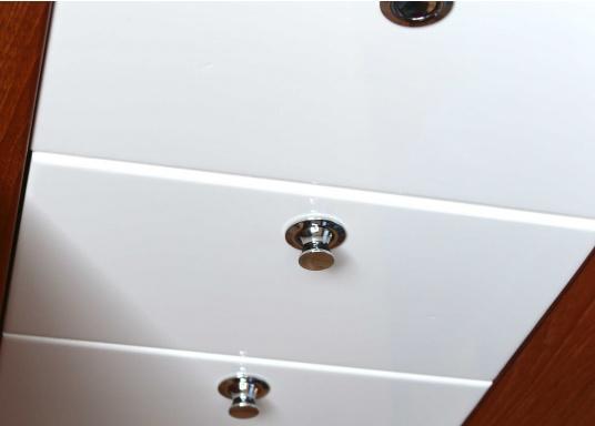 Druckschnapper in Chrom gefertigt. In eckiger Form. Bündiges Design. (Bild 3 von 3)
