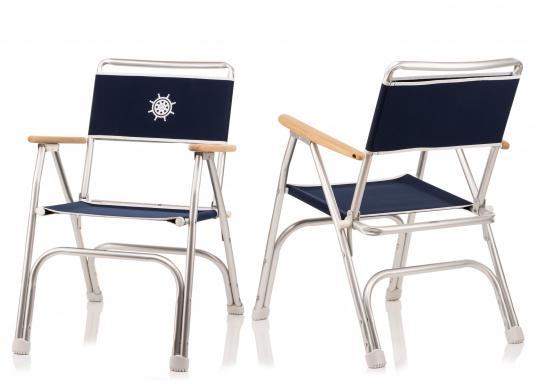 Stabil, korrosionsfest, praktisch zusammenklappbar und natürlich mit hohem Sitzkomfort! Decksstuhl aus solidem, seewasserbeständigem Alurohr mit Armlehnen aus Holz. (Bild 6 von 6)