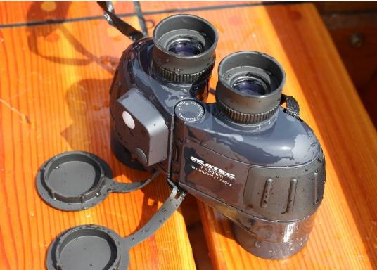 Das SEATEC TARGET-Fernglas mit digitalem Kompass ist speziell für den maritimen Einsatz an Bord entwickelt.  (Bild 5 von 11)