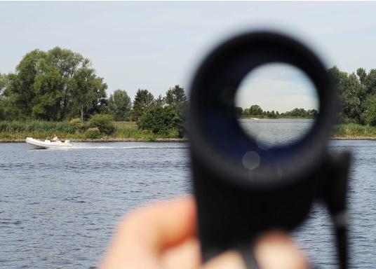 Das SEATEC TARGET-Fernglas mit digitalem Kompass ist speziell für den maritimen Einsatz an Bord entwickelt.  (Bild 6 von 11)