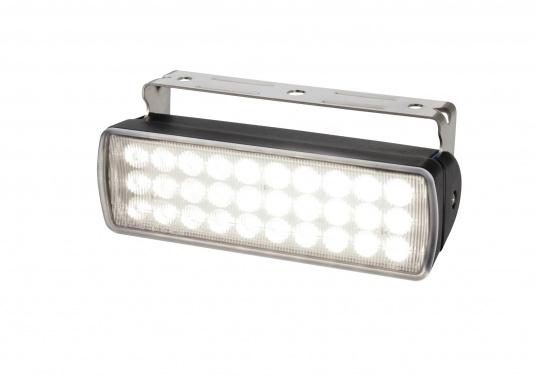 Der breitstrahlende, mit Präzisionsoptik ausgestattete LED Scheinwerfer eignet sich aufgrund derzwei schaltbaren Helligkeitsstufen besonders für den Einsatz im Nahbereich, in Cockpits und auf Deck. Er bietet eine beachtliche Lichtstärke bei sehr geringer Leistungsaufnahme.