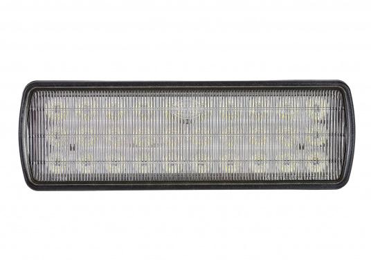 Der breitstrahlende, mit Präzisionsoptik ausgestattete LED Scheinwerfer eignet sich aufgrund derzwei schaltbaren Helligkeitsstufen besonders für den Einsatz im Nahbereich, in Cockpits und auf Deck. Er bietet eine beachtliche Lichtstärke bei sehr geringer Leistungsaufnahme.  (Bild 5 von 7)
