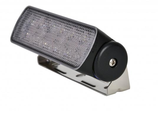 Ottica di prcisione e ampio fascio luminoso. Questo proiettore a LED è ideale per le distanze ravvicinate come l'illuminazione di ponte e pozzetto. Emette una impressionante intensità luminosa a basso consumo energetico. (Immagine 3 di 5)