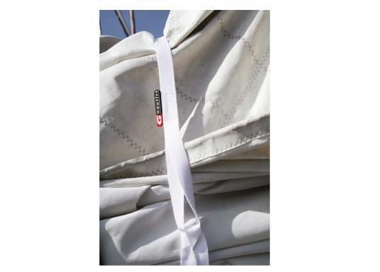 Mit diesen Gurten können Segel schnell und praktisch auf dem Baum verzurrt werden. 25 mm Gurtband und Schlaufe. Lieferung erfolgt paarweise. (Bild 3 von 3)