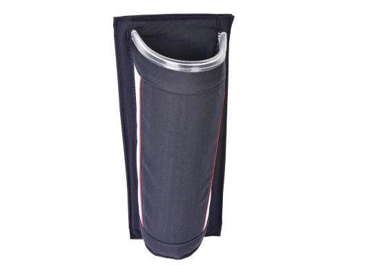 Praktische Windenkurbeltasche aus Acryl. Mit offenem Boden, damit sich kein Wasser in der Tasche sammelt. Für eine einfache Montage sorgt die Klettbandbefestigung auf der Rückseite.