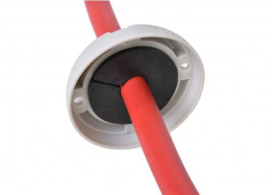 Kabeldurchführung aus Kunststoff. Für Stecker bis 30 mm und Kabel von 9 - 14 mm.  (Bild 4 von 7)