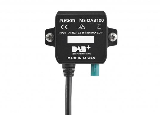 Mit der DAB Antenne können die FUSION Radios der 70er, 650er und 750er Serie unkompliziert auf DAB Radio mit perfektem Klang erweitert werden.