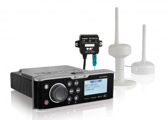 Mit der DAB Antenne können die FUSION Radios der 70er, 650er und 750er Serie unkompliziert auf DAB Radio mit perfektem Klang erweitert werden. (Bild 3 von 5)