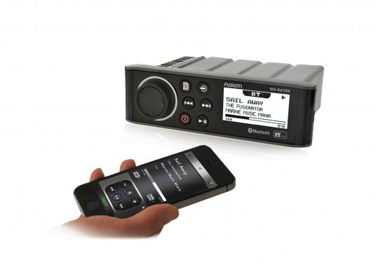 Das wasserfeste FUSION MS-RA70 verfügt über einen integriertes Bluetooth-Modul, über das die Musik vom Smartphone aus gestreamt werden kann. (Bild 5 von 5)