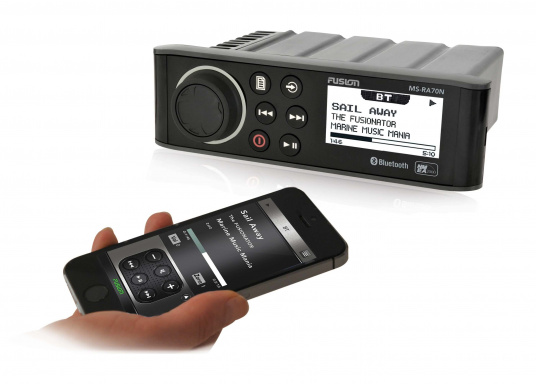 Das wasserfeste FUSION MS-RA70 verfügt über einen integriertes Bluetooth-Modul, über das die Musik vom Smartphone aus gestreamt werden kann. (Bild 2 von 2)