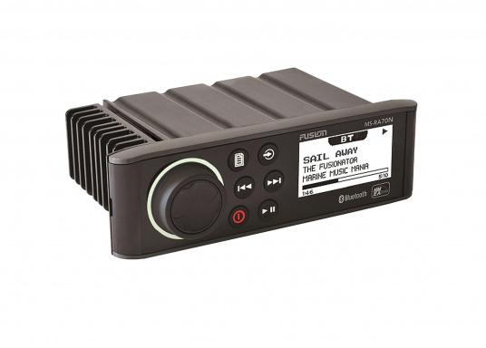 Das wasserfeste FUSION MS-RA70 verfügt über einen integriertes Bluetooth-Modul, über das die Musik vom Smartphone aus gestreamt werden kann.