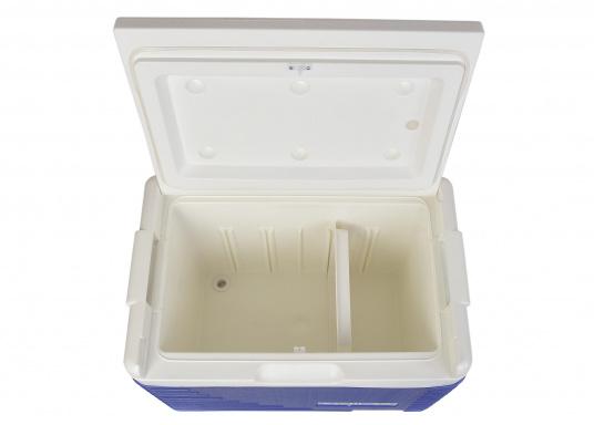 Passive Kühlboxen sind besonders praktisch, um bereits gekühlte Lebensmittel kalt zu halten. Die Kühlbox der Marke EZetil hält sogar Eis bis zu drei Tage lang gefroren. (Bild 3 von 4)