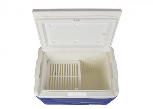Passive Kühlboxen sind besonders praktisch, um bereits gekühlte Lebensmittel kalt zu halten. Die Kühlbox der Marke EZetil hält sogar Eis bis zu drei Tage lang gefroren. (Bild 4 von 4)