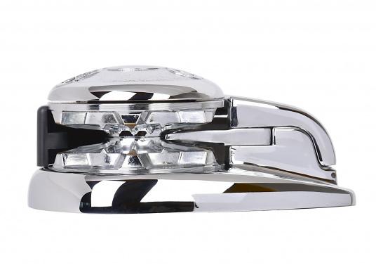 Die Vertikal-Ankerwinde ASTER ist mit einer Bronze-verchromten Grundplatte und mit einem klappbaren Ketteneinlauf ausgerüstet.
