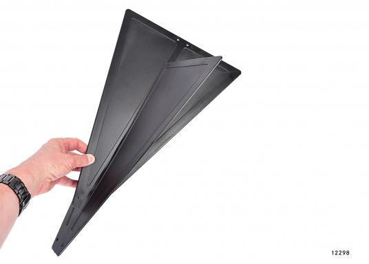 ZusammenfaltbarerSignalkegel, hergestellt aus schwarzem Kunststoff. Kann, da zusammengesteckt, flach und platzsparend verstaut werden.  (Bild 4 von 5)