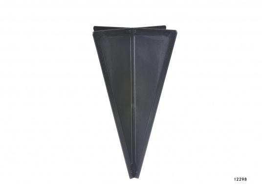 ZusammenfaltbarerSignalkegel, hergestellt aus schwarzem Kunststoff. Kann, da zusammengesteckt, flach und platzsparend verstaut werden.