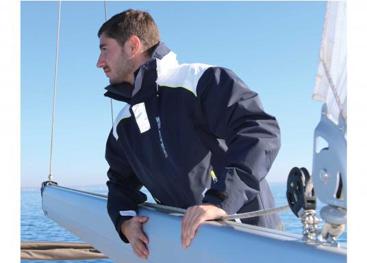 SEATEC COASTAL CS2 Jacke - der leichtgewichtige, wasserdichte Allrounder für den Motorbootfahrer und Segler. Optimale Jacke für Einsteiger, Motorbootfahrer, die Chartercrew und perfekt auch als Landgangsjacke. Im klassischen Unisex-Look mit angenehm weichem 2-Lagen-Nylon-Material und MPU-Beschichtung ist sie die perfekte Wahl für jedes Wetter. (Bild 6 von 16)