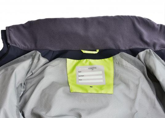 SEATEC COASTAL CS2 Jacke - der leichtgewichtige, wasserdichte Allrounder für den Motorbootfahrer und Segler. Optimale Jacke für Einsteiger, Motorbootfahrer, die Chartercrew und perfekt auch als Landgangsjacke. Im klassischen Unisex-Look mit angenehm weichem 2-Lagen-Nylon-Material und MPU-Beschichtung ist sie die perfekte Wahl für jedes Wetter. (Bild 14 von 16)