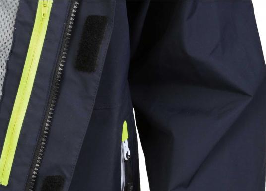 SEATEC COASTAL CS2 Jacke - der leichtgewichtige, wasserdichte Allrounder für den Motorbootfahrer und Segler. Optimale Jacke für Einsteiger, Motorbootfahrer, die Chartercrew und perfekt auch als Landgangsjacke. Im klassischen Unisex-Look mit angenehm weichem 2-Lagen-Nylon-Material und MPU-Beschichtung ist sie die perfekte Wahl für jedes Wetter. (Bild 16 von 16)