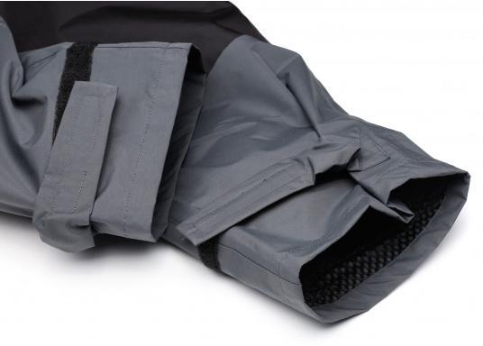 Die SEATEC COASTAL CS2 Hose ist eine leichte, wasserdichte und atmungsaktive Hose für den Motorbootfahrer und Segler. Passend zur SEATEC COASTAL CS2 Jacke wird sie im klassischen Unisex-Look mit angenehm weichem 2-Lagen-Nylon-Material und MPU-Beschichtung allen Ansprüchen gerecht. (Bild 9 von 12)