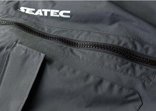 Die SEATEC COASTAL CS2 Hose ist eine leichte, wasserdichte und atmungsaktive Hose für den Motorbootfahrer und Segler. Passend zur SEATEC COASTAL CS2 Jacke wird sie im klassischen Unisex-Look mit angenehm weichem 2-Lagen-Nylon-Material und MPU-Beschichtung allen Ansprüchen gerecht. (Bild 12 von 12)