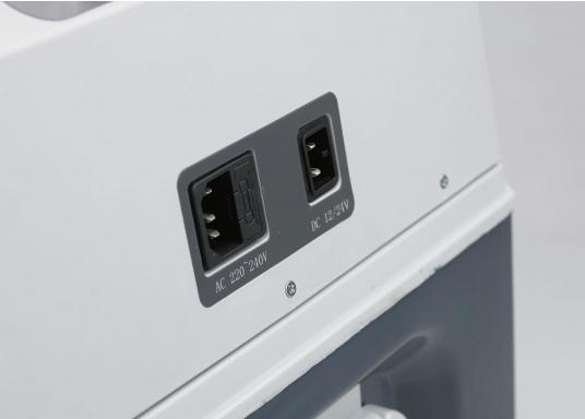 Vollständig ausgestattete, hochwertige Kompressorkühlbox mit 31 Liter Nettoinhalt. Anschlussmöglichkeiten über Bordnetz 12 / 24 V DC und Festnetz 100-240 V AC. Mit sparsamem und geräuscharmem Turbo-Kompressor. (Bild 5 von 6)