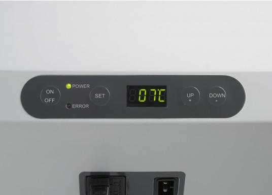 Vollständig ausgestattete, hochwertige Kompressorkühlbox mit 31 Liter Nettoinhalt. Anschlussmöglichkeiten über Bordnetz 12 / 24 V DC und Festnetz 100-240 V AC. Mit sparsamem und geräuscharmem Turbo-Kompressor. (Bild 6 von 6)