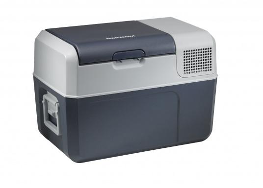 Vollständig ausgestattete, hochwertige Kompressorkühlbox mit 31 Liter Nettoinhalt. Anschlussmöglichkeiten über Bordnetz 12 / 24 V DC und Festnetz 100-240 V AC. Mit sparsamem und geräuscharmem Turbo-Kompressor. (Bild 4 von 6)