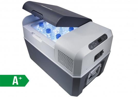 Vollständig ausgestattete, hochwertige Kompressorkühlbox mit 31 Liter Nettoinhalt. Anschlussmöglichkeiten über Bordnetz 12 / 24 V DC und Festnetz 100-240 V AC. Mit sparsamem und geräuscharmem Turbo-Kompressor.