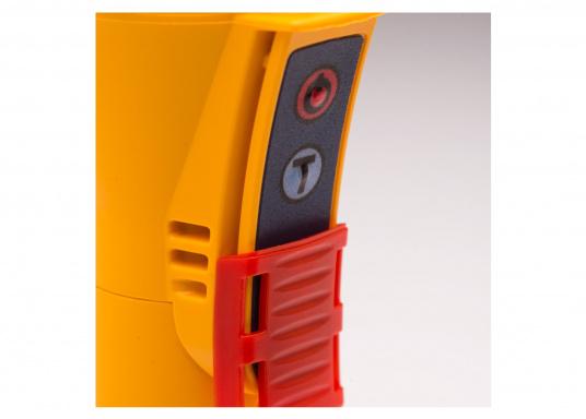 Die Ocean Signal RescueME EDF1 Signalleuchte ist die weltweit kompakteste seiner Art. Die elektronische Notleuchte wurde für Seeleute, Flieger und alle, die das Leben im Freien genießen, entwickelt. Sie bietet eine langlebige und sichere Lösung für eine optische Signalisierung in einem Notfall. (Bild 3 von 7)