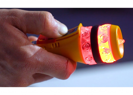 Die Ocean Signal RescueME EDF1 Signalleuchte ist die weltweit kompakteste seiner Art. Die elektronische Notleuchte wurde für Seeleute, Flieger und alle, die das Leben im Freien genießen, entwickelt. Sie bietet eine langlebige und sichere Lösung für eine optische Signalisierung in einem Notfall. (Bild 6 von 7)