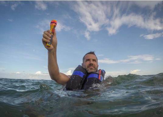 Die Ocean Signal RescueME EDF1 Signalleuchte ist die weltweit kompakteste seiner Art. Die elektronische Notleuchte wurde für Seeleute, Flieger und alle, die das Leben im Freien genießen, entwickelt. Sie bietet eine langlebige und sichere Lösung für eine optische Signalisierung in einem Notfall. (Bild 7 von 7)