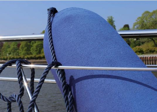 Fender covers – the easy way to protect your boat. These covers for long fenders provide optimum protection against squeaking and fender abrasion.