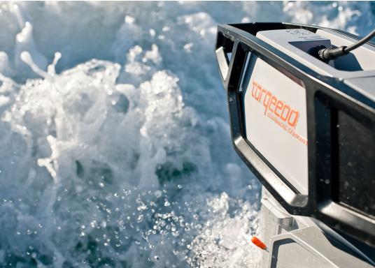 Die neue Generation des Torqeedo CRUISE 2.0 wurde für die schwierigen Herausforderungen der täglichen Nutzung entwickelt - bereit, um es mit den härtesten Umweltbedingungen aufzunehmen, beispielsweise mit Dinghies oder Segelboote bis zu 3 Tonnen. (Bild 7 von 9)