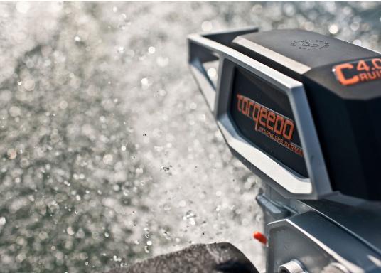 Die neue Generation des Torqeedo CRUISE 4.0 wurde für die schwierigen Herausforderungen der täglichen Nutzung entwickelt - bereit, um es mit den härtesten Umweltbedingungen aufzunehmen, beispielsweise mit Dinghies oder Segelboote bis zu 4 Tonnen. (Bild 12 von 16)