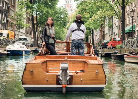 Die neue Generation des Torqeedo CRUISE 4.0 wurde für die schwierigen Herausforderungen der täglichen Nutzung entwickelt - bereit, um es mit den härtesten Umweltbedingungen aufzunehmen, beispielsweise mit Dinghies oder Segelboote bis zu 4 Tonnen. (Bild 15 von 16)