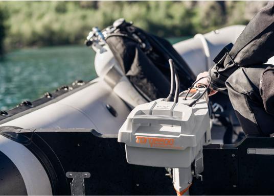 Der Torqeedo TRAVEL 1003 CL wird mit über 1000 Watt Eingangsleistung angeboten und ist in der Vortriebsleistung mit einem 3PS Benzin - Außenborder vergleichbar. (Bild 12 von 18)