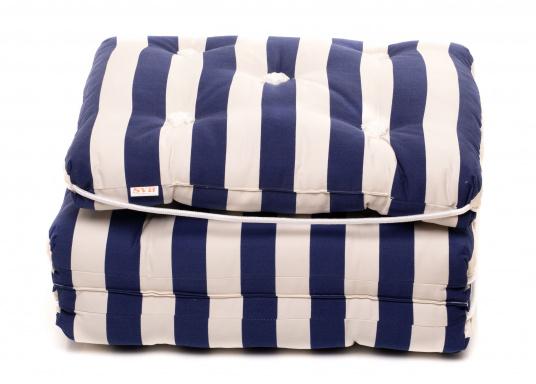 Triple coussin flottant garni en fibre kapok véritable. Enveloppe : 100% coton. Dimensions: env. 110 x 45 cm. Épaisseur : 10 cm. (Image 2 de 9)