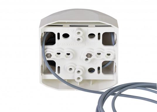 Hecklaterne der Serie 44 mit weißem Gehäuse. Die hochqualitativen und modernen LED-Positionsleuchten der Serie 44 überzeugen mit edlem Design und ultra heller Power LED. (Bild 3 von 4)