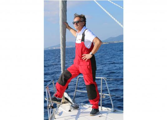Hochwertige und komfortableCoastalWetter- und Wassersportbekleidung für den aktiven Wassersportler. Jacke und Hose in Rot, lieferbar in den Größen: S-XXL.  (Bild 2 von 5)