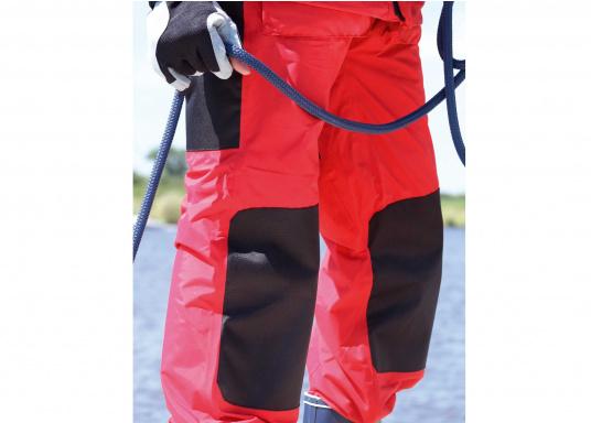 Hochwertige und komfortableCoastalWetter- und Wassersportbekleidung für den aktiven Wassersportler. Jacke und Hose in Rot, lieferbar in den Größen: S-XXL.  (Bild 5 von 5)