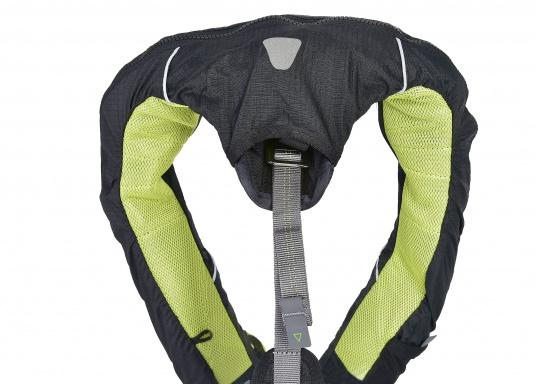 Die Spinlock Rettungsweste 5D lässt sich optimal anpassen und ist sehr leicht und bequem zu tragen. Geeignet für einen Brustumfang von 75 - 125 cm. Ihr persönliches Hochleistungsrettungssystem! (Bild 8 von 10)