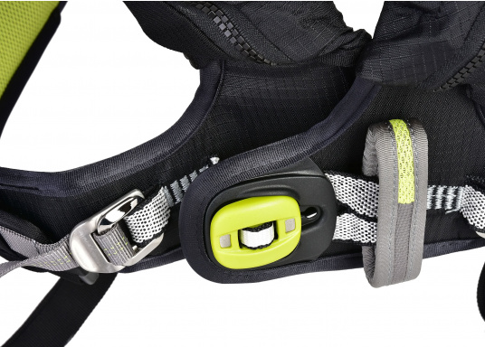Die Spinlock Rettungsweste 5D lässt sich optimal anpassen und ist sehr leicht und bequem zu tragen. Geeignet für einen Brustumfang von 75 - 125 cm. Ihr persönliches Hochleistungsrettungssystem! (Bild 9 von 10)