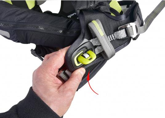 Die Spinlock Rettungsweste 5D lässt sich optimal anpassen und ist sehr leicht und bequem zu tragen. Geeignet für einen Brustumfang von 75 - 125 cm. Ihr persönliches Hochleistungsrettungssystem! (Bild 10 von 10)